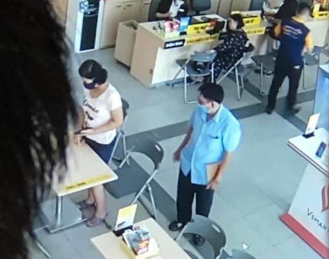 Bé gái 14 tuổi mất tích, camera siêu thị điện máy ghi lại hình ảnh người đàn ông đưa bé tới mua điện thoại - Ảnh 3.