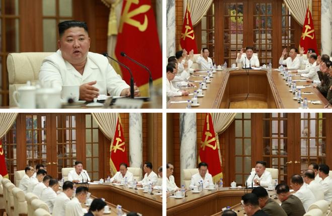 Ông Kim Jong Un xuất hiện giữa tin đồn bị hôn mê - Ảnh 1.