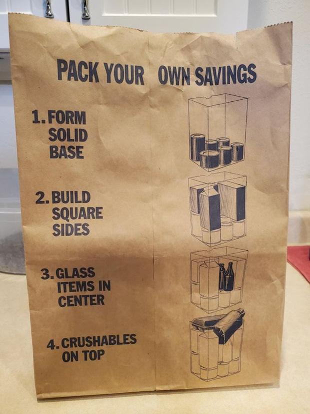 Hướng dẫn trên túi giấy này chỉ cho mọi người cách tốt nhất để đóng gói hàng hóa.