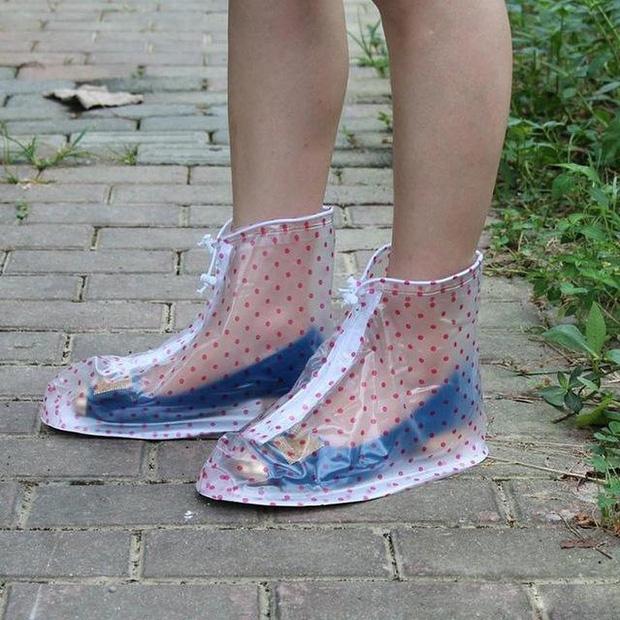 Thiết kế này sẽ luôn giúp giày bạn khô ráo khi trời mưa.