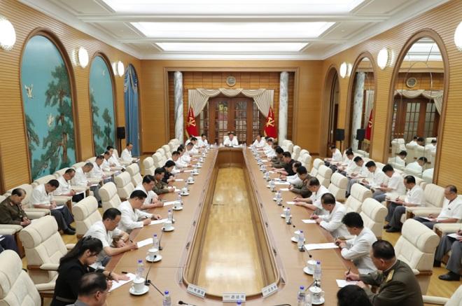 Ông Kim Jong Un xuất hiện giữa tin đồn bị hôn mê - Ảnh 3.