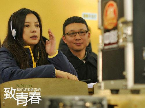 Lộ clip Triệu Vy kích động quát mắng diễn viên trên phim trường: La hét, giận dữ, thậm chí ném đồ xuống bàn - Ảnh 5.