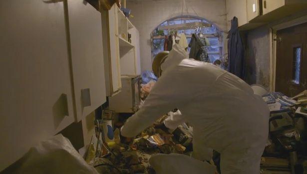 Bên trong căn hộ nhiều rác nhất Anh quốc: Chuột vào rồi đành bỏ mạng vì không có đường ra - Ảnh 4.