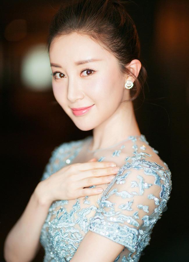 Lưu Diệc Phi được chúc mừng sinh nhật nhưng cô bạn thân Thư Sướng lại chiếm spotlight vì nhan sắc nổi bật - Ảnh 3.