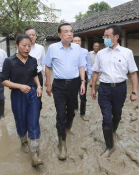 Trung Quốc: Ẩn ý gì sau thông tin Chủ tịch và Thủ tướng thị sát vùng lũ lụt? - Ảnh 6.