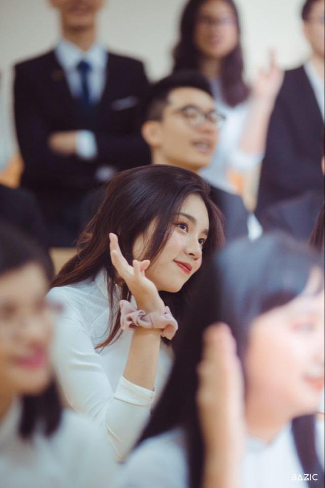 Xuất hiện nữ sinh cực phẩm là Thủ khoa khối D toàn quốc: Toán 10, Anh 10, Văn 9 - Ảnh 1.