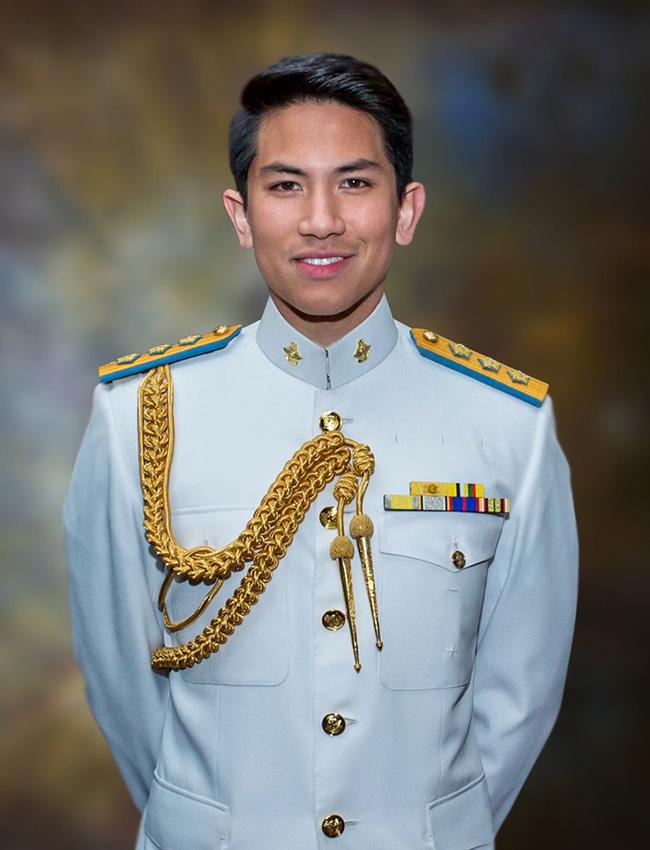 Hoàng tử điển trai, giàu nhất nhì Brunei cần tuyển vợ, nghe xong tiêu chí cô gái nào cũng muốn nhanh chân đi đăng ký - Ảnh 1.