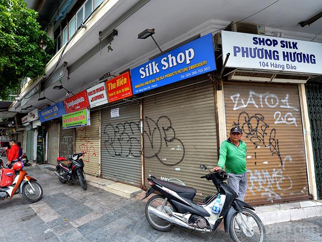 Kinh doanh ế ẩm, chủ nhà phố cổ lần đầu xuống nước giảm giá thuê - Ảnh 1.