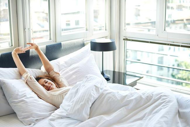 Kiên trì làm 5 việc này vào buổi sáng sau khi thức dậy, vừa đốt cháy mỡ vừa tốt cho sức khỏe - Ảnh 1.