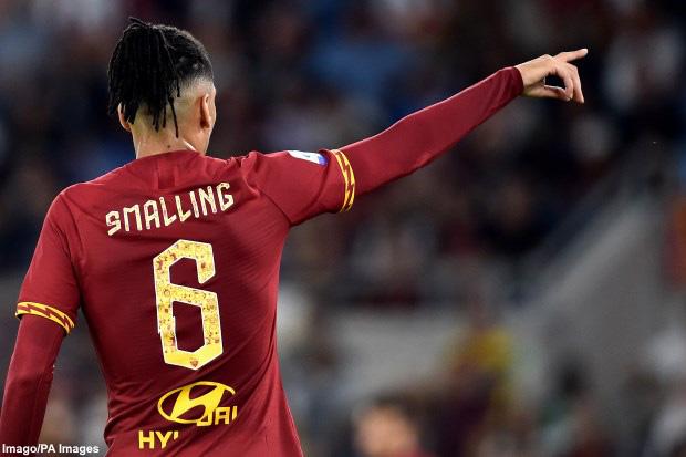 Chuyển nhượng Man Utd: Juventus muốn đổi tiền vệ công lấy Chris Smalling - Ảnh 1.