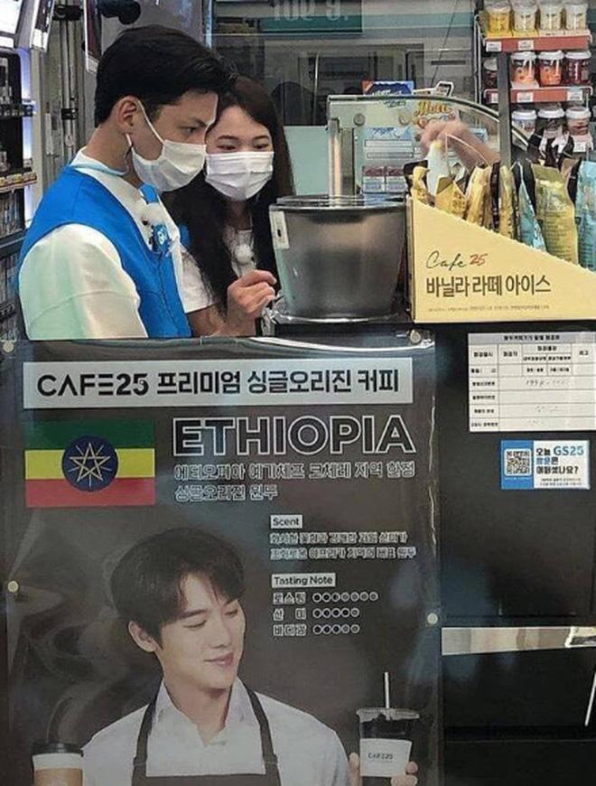 Ji Chang Wook gây bão khi lộ ảnh thực sự đi làm thêm ở cửa hàng tiện lợi, mặt mộc 100% khiến dân tình choáng nhẹ - Ảnh 2.