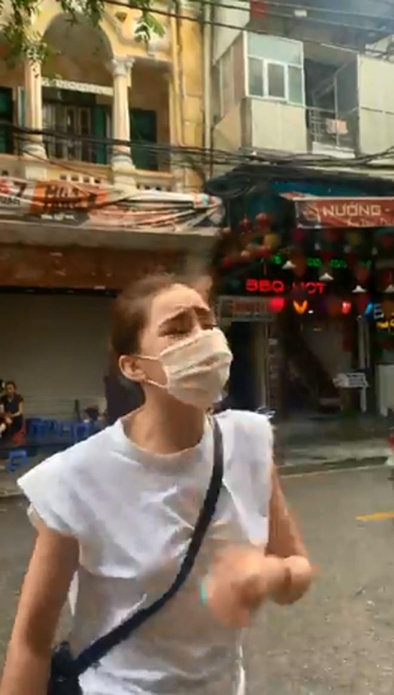 HOT: Lộ clip Lưu Đê Ly và antifan ẩu đả, giật tóc trên phố Hàng Buồm - Ảnh 3.
