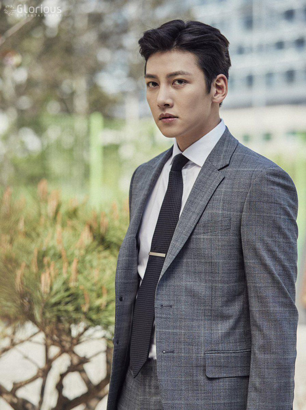 Ji Chang Wook gây bão khi lộ ảnh thực sự đi làm thêm ở cửa hàng tiện lợi, mặt mộc 100% khiến dân tình choáng nhẹ - Ảnh 6.
