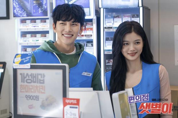 Ji Chang Wook gây bão khi lộ ảnh thực sự đi làm thêm ở cửa hàng tiện lợi, mặt mộc 100% khiến dân tình choáng nhẹ - Ảnh 7.