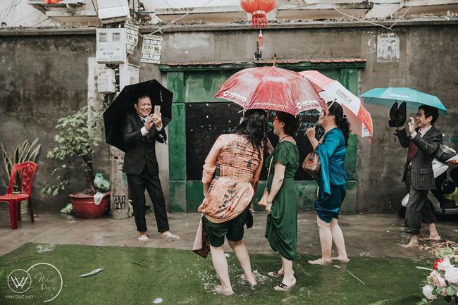 Cưới đúng mùa dịch, mưa bão lụt lội nhưng cô dâu - chú rể vẫn xoay chuyển tình thế ngoạn mục nhờ cú twist của trùm cuối - Ảnh 9.