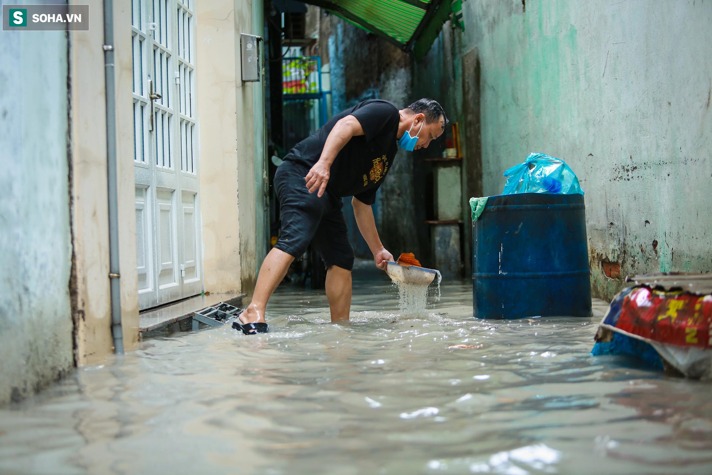 [Ảnh] Rốn ngập Sài Gòn lại chìm trong biển nước: Đường càng sửa dân càng khổ - Ảnh 12.