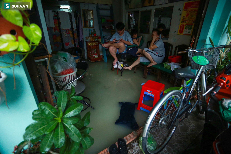 [Ảnh] Rốn ngập Sài Gòn lại chìm trong biển nước: Đường càng sửa dân càng khổ - Ảnh 14.