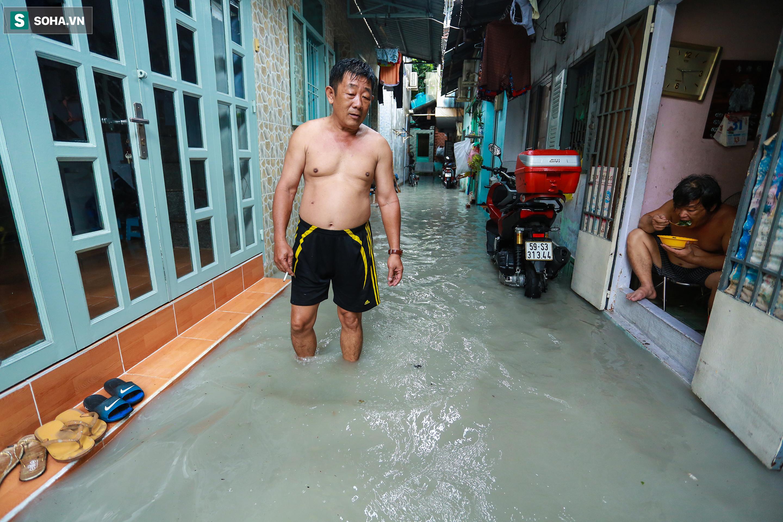 [Ảnh] Rốn ngập Sài Gòn lại chìm trong biển nước: Đường càng sửa dân càng khổ - Ảnh 13.