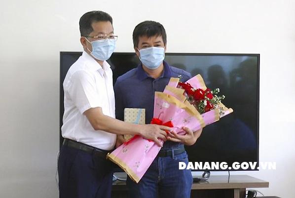 Sau 1 tháng giải cứu Đà Nẵng, đoàn bác sĩ chia tay về Sài Gòn mang theo nhiều tình người - Ảnh 2.