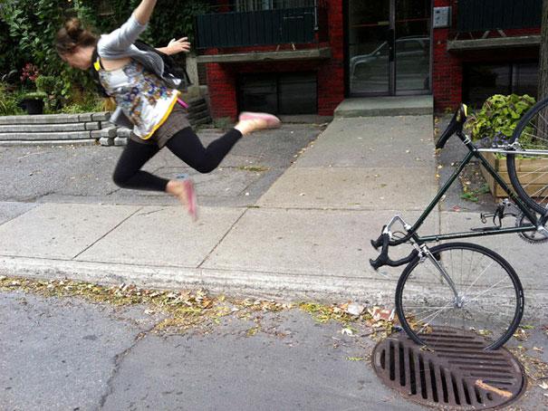 20 bức ảnh cho thấy cuộc đời lắm lúc thật éo le ngang trái: Ai đi xe đạp nên chú ý số 4 - Ảnh 4.