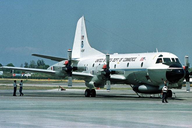 Gặp gỡ Thợ săn Bão - Những chiếc máy bay liều mạng nhất nước Mỹ - Ảnh 1.