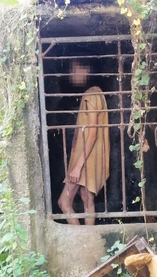 Đi bộ đường dài, nữ du khách ngỡ người phụ nữ bị mắc kẹt trong cái chuồng tồi tàn và sự thật ngoài sức tưởng tượng - Ảnh 1.
