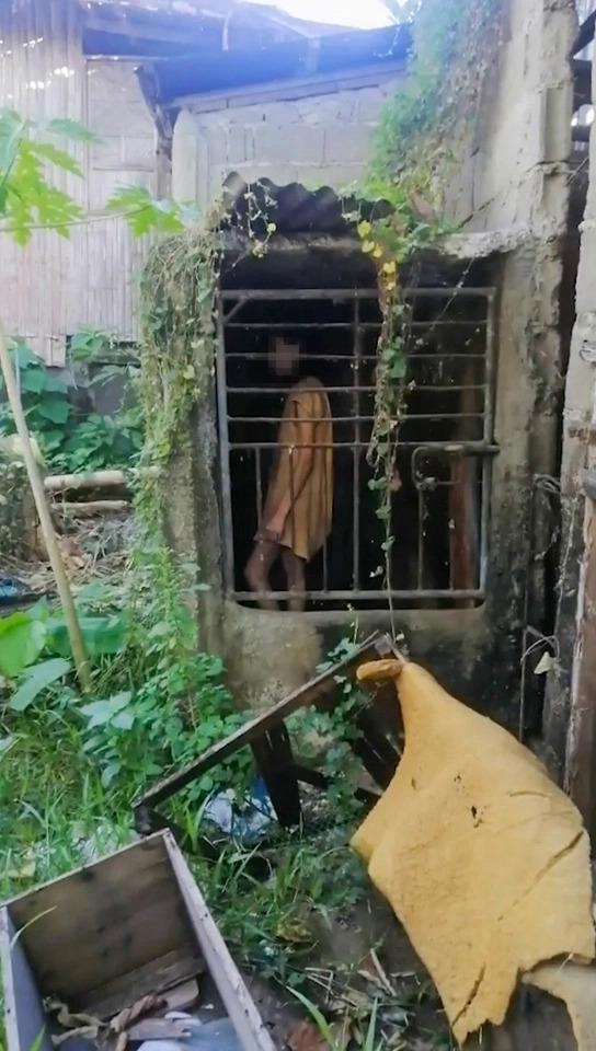 Đi bộ đường dài, nữ du khách ngỡ người phụ nữ bị mắc kẹt trong cái chuồng tồi tàn và sự thật ngoài sức tưởng tượng - Ảnh 3.