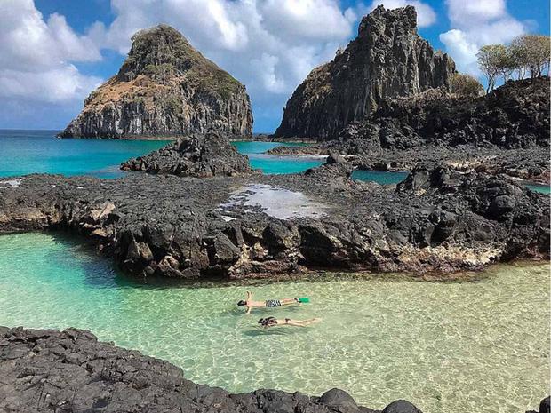 Fernando de Noronha - Quần đảo chỉ chào đón du khách đã mắc COVID-19 - Ảnh 1.