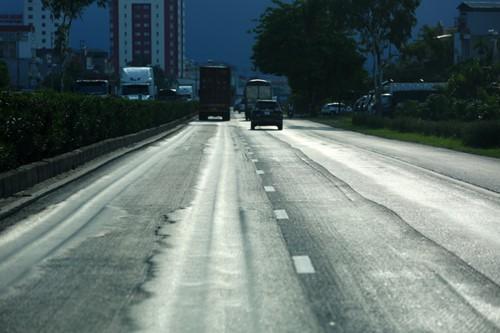 """Quốc lộ 5 hằn lún như """"luống cày"""": Dừng thu phí nếu không được sửa chữa - Ảnh 1."""