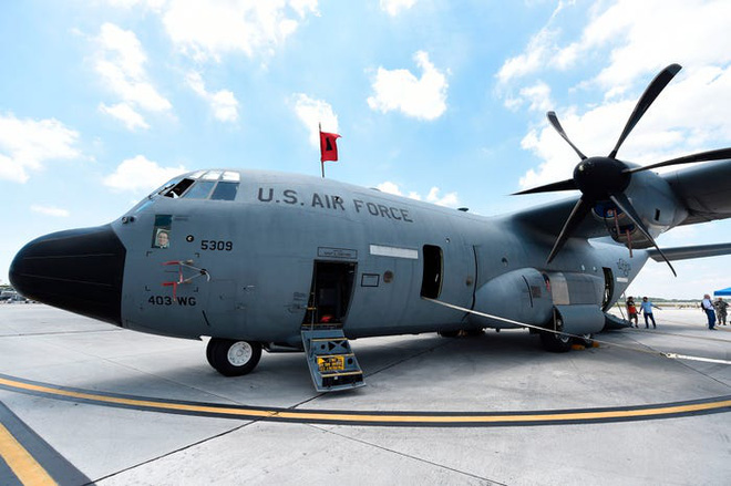 Gặp gỡ Thợ săn Bão - Những chiếc máy bay liều mạng nhất nước Mỹ - Ảnh 10.