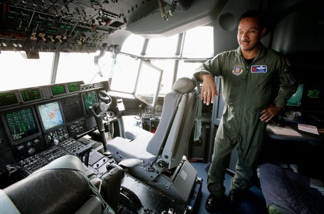 Gặp gỡ Thợ săn Bão - Những chiếc máy bay liều mạng nhất nước Mỹ - Ảnh 11.