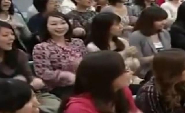 1 năm sau khi chương trình lên sóng, khán giả mới nhận ra hình ảnh chị gái nghiêng đầu trong đó gây xôn xao MXH Nhật vì quá đáng sợ - Ảnh 3.