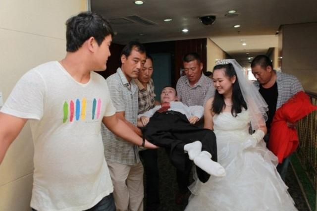 Sự thật phía sau câu chuyện chú rể chỉ nằm im khi chụp ảnh cưới khiến ai cũng bất ngờ - Ảnh 3.