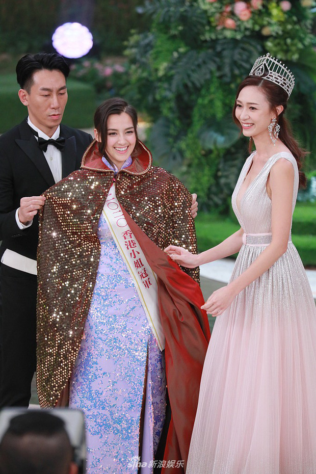 Tân Hoa hậu Hong Kong vừa đăng quang đã gây tranh cãi: Đẹp hiếm có lại giống Địch Lệ Nhiệt Ba, bất ngờ khi kéo đến ảnh lộ chiều cao - Ảnh 5.