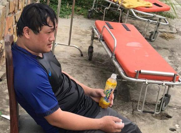 Y bác sĩ trung tâm cấp cứu 115 Đà Nẵng làm việc đến kiệt sức trong cuộc chiến với Covid-19 - Ảnh 4.