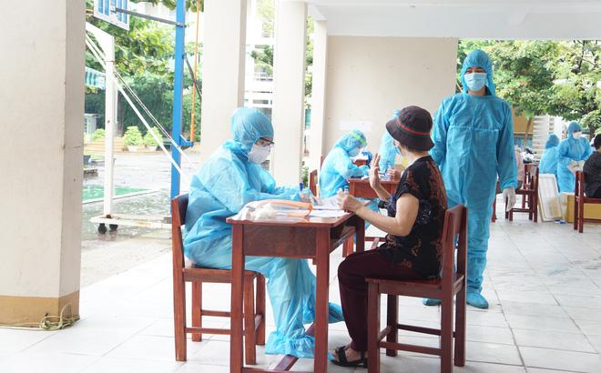 Thêm 10 ca mắc mới COVID-19 liên quan đến BV Đà Nẵng; Nhóm thanh niên ở Đà Nẵng bị phạt 42,5 triệu đồng vì nhậu giữa mùa COVID-19 - Ảnh 1.