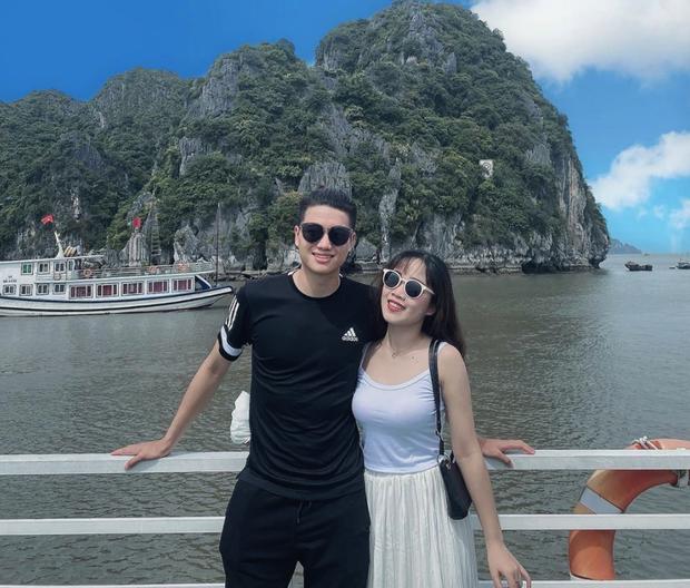 Cầu thủ Việt đưa người yêu đi chơi nhân đợt nghỉ dịch, người không thể về thăm vợ con vì thành phố đóng cửa - Ảnh 1.