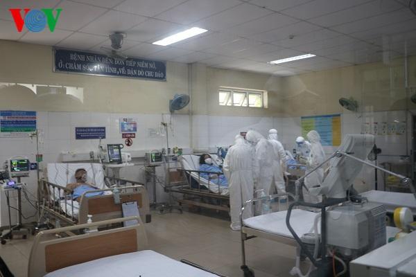 BN 426 tử vong vì suy thận mạn giai đoạn cuối và mắc COVID-19, nước ta có 7 bệnh nhân tử vong; Hai phụ nữ mang thai đầu tiên mắc COVID-19, Bộ Y tế điều thêm người hỗ trợ - Ảnh 1.