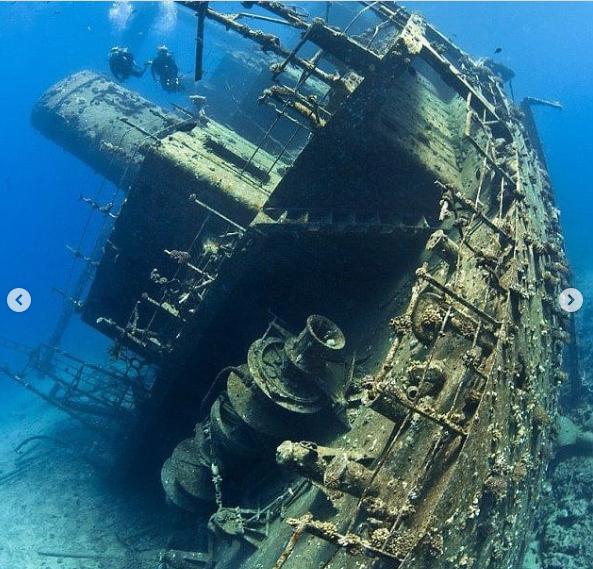 Cận cảnh bảo tàng dưới nước du khách tự do bơi lội ngắm xác tàu cổ đại - Ảnh 4.