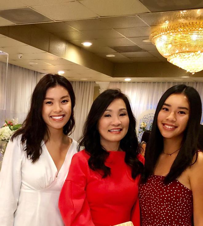 3 mẹ con Hồng Đào rạng rỡ đọ sắc: Cô con gái út 18 tuổi chiếm trọn spotlight vì nhan sắc và chiều cao ấn tượng! - Ảnh 4.