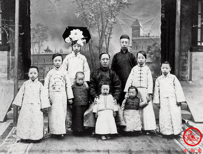 Loạt ảnh khắc họa toàn bộ cuộc sống của gia đình Hoàng đế nhà Thanh cuối cùng: 3 thế hệ cùng sống dưới 1 mái nhà và những câu chuyện ít người biết - Ảnh 5.
