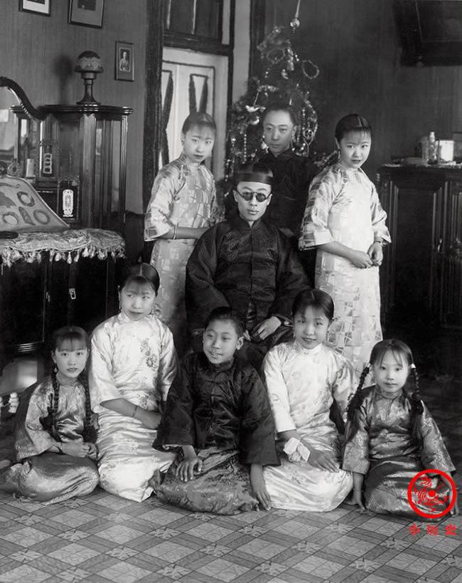 Loạt ảnh khắc họa toàn bộ cuộc sống của gia đình Hoàng đế nhà Thanh cuối cùng: 3 thế hệ cùng sống dưới 1 mái nhà và những câu chuyện ít người biết - Ảnh 8.