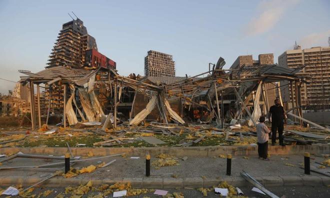 Hình ảnh nổ kinh hoàng như ngày tận thế: Sóng xung kích xé toạc cả Beirut trong vài giây - Ảnh 8.
