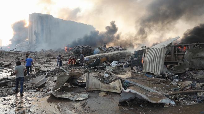 Hình ảnh nổ kinh hoàng như ngày tận thế: Sóng xung kích xé toạc cả Beirut trong vài giây - Ảnh 10.