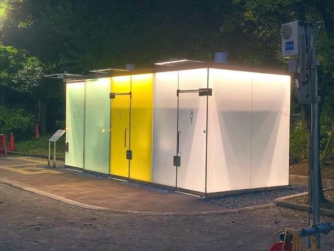 Cận cảnh nhà vệ sinh công cộng chống dê xồm tại Nhật Bản với nhiều chức năng gây bất ngờ - Ảnh 2.