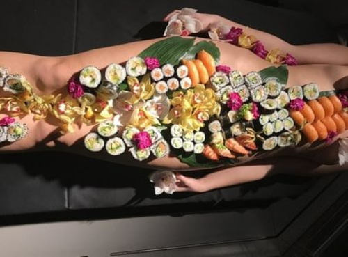 Bí mật bất ngờ đằng sau những bữa tiệc sushi khỏa thân đầy phấn khích và sức hút - Ảnh 1.