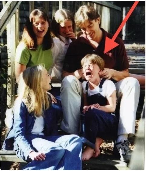 Cười đau ruột khi xem các bức ảnh chụp anh chị em một nhà: Kiểu gì cũng có một nhân vật phá hỏng khuôn hình - Ảnh 12.