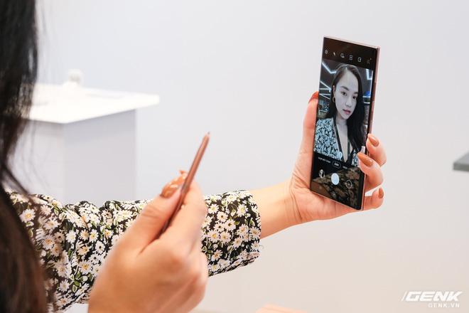Trên tay Galaxy Note20/Note20 Ultra vừa ra mắt: Một cứng cáp, một mềm mại, màu đẹp xuất sắc, hợp cả nữ lẫn nam - Ảnh 12.