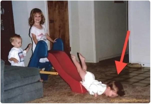 Cười đau ruột khi xem các bức ảnh chụp anh chị em một nhà: Kiểu gì cũng có một nhân vật phá hỏng khuôn hình - Ảnh 4.