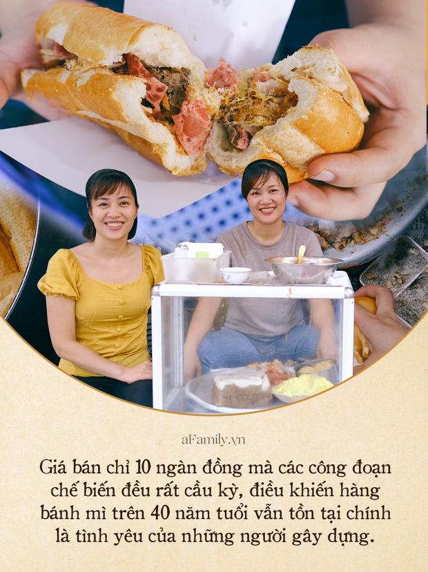 Hàng bánh mì Hà Nội có từ thời bao cấp, mỗi ngày bán 400 chiếc, ngay trung tâm phố cổ nhưng giá chỉ 10 ngàn - ảnh 4